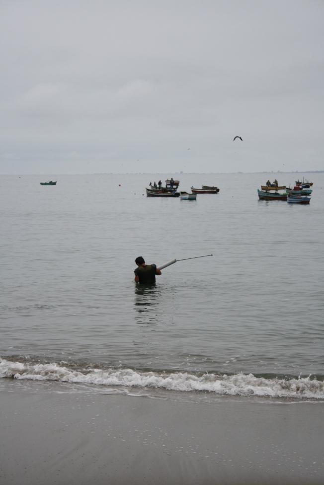 pescador en las orillas